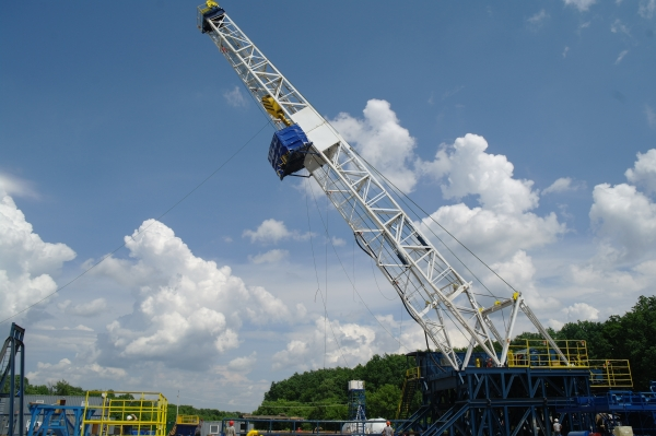 Service King Manufacturing SK 1500 conventional drilling rig being stood for work in the U.K.