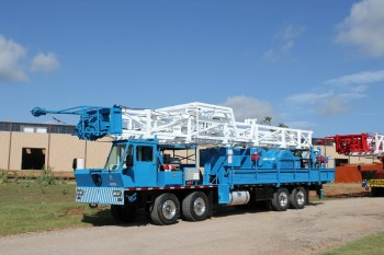 Service King Manufacturing SK 275 Carrier mount rig with 71 foot workover derrick.